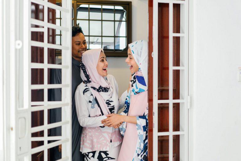 Tampil Modis dengan Hijab Syari Kekinian Ala 4 Seleb