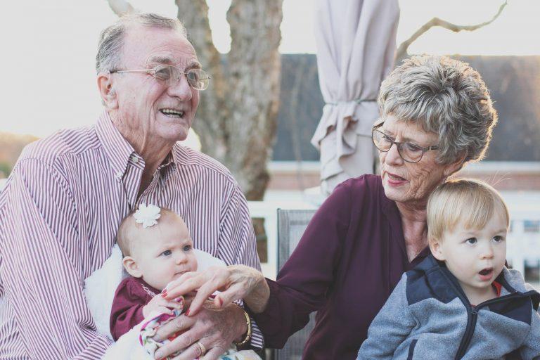 Kakek-Nenek Memanjakan Cucu, Salahkah?