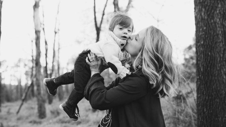 Menjadi Ibu: Tentang Menjaga Emosi dan Kewarasan Diri